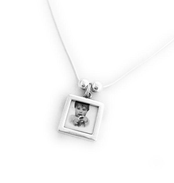 Picture Frame Charm Necklace with 1 Photo Frame Charm